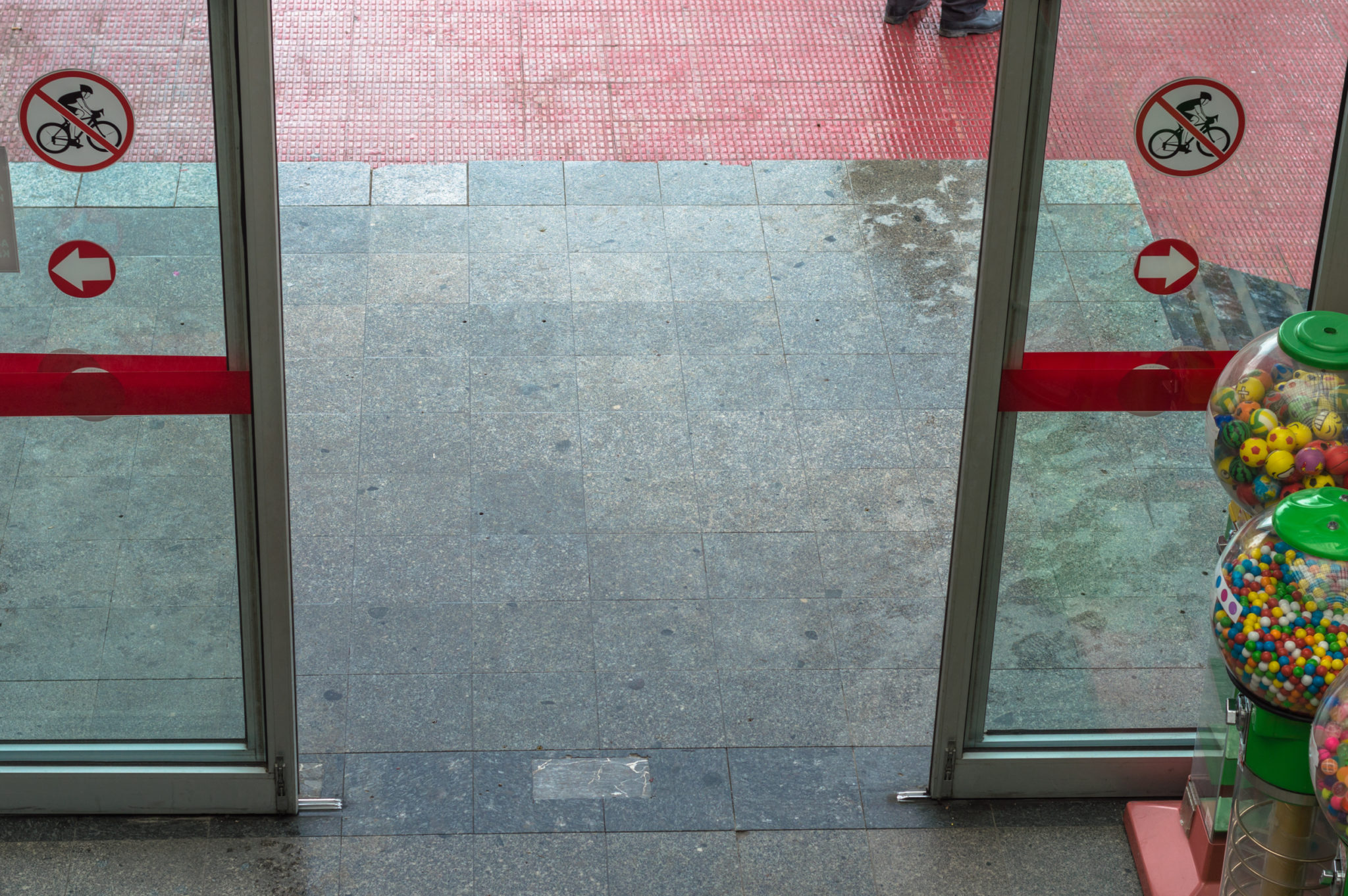 Open automatic door at the entrance of a shopping mall & Open automatic door at the entrance of a shopping mall - PDQ Door ...
